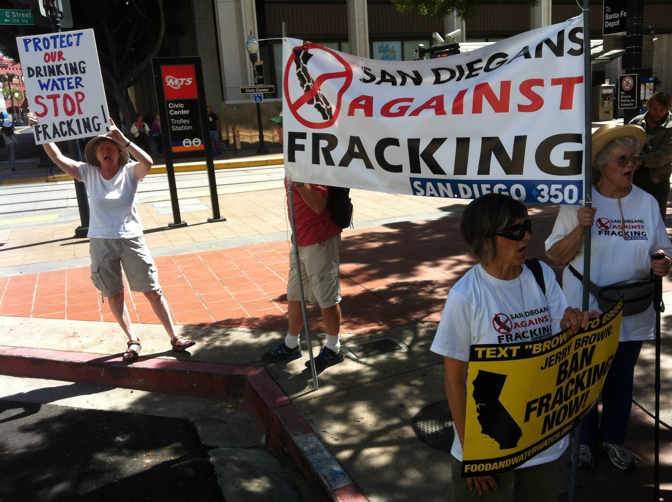 Bird-dogging Jerry Brown on fracking
